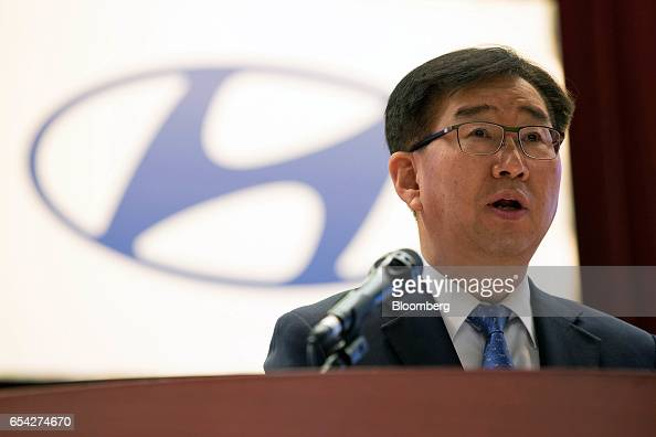 Hyundai motor co ceo chung mong koo attends annual for Lee hyundai motor finance