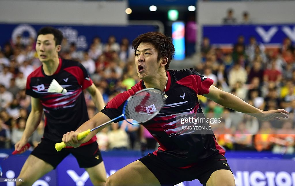 Lee Yong-Dae (C) and <a gi-track='captionPersonalityLinkClicked' href=/galleries/search?phrase=Yoo+Yeon-Seong&family=editorial&specificpeople=5805702 ng-click='$event.stopPropagation()'>Yoo Yeon-Seong</a> of South Korea hit a return against Kim Gi-Jung and Kim Sa-Rang of South Korea during their men's doubles final match at the Korea Open Superseries badminton tournament in Seoul on September 20, 2015. AFP PHOTO / JUNG YEON-JE