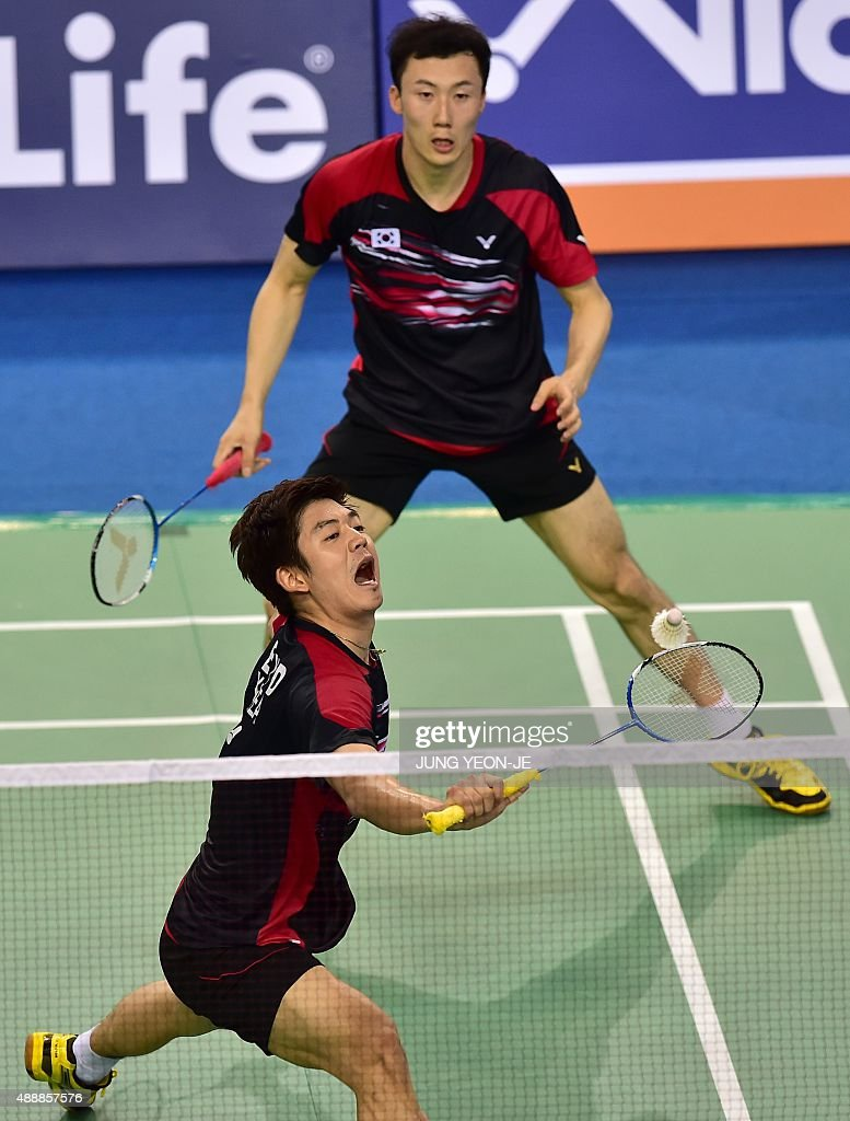 Lee Yong-Dae (bottom) and <a gi-track='captionPersonalityLinkClicked' href=/galleries/search?phrase=Yoo+Yeon-Seong&family=editorial&specificpeople=5805702 ng-click='$event.stopPropagation()'>Yoo Yeon-Seong</a> (top) of South Korea hit a return against Hiroyuki Endo and Kenichi Hayakawa of Japan during their men's doubles quarter-final match at the Korea Open Superseries badminton tournament in Seoul on September 18, 2015. AFP PHOTO / JUNG YEON-JE