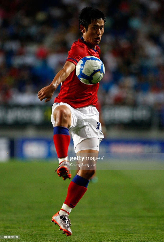 Lee YoungPyo of South Korea controls the ball during the international friendly match between South Korea and Nigeria at Suwon World Cup Stadium on...