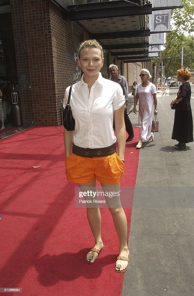 JANUARY 2004 - Leeanna Walsman (actress) arriving for the official opening of the ' SYDNEY THEATRE ' by NSW Premier Bob Carr and STC Artistic Director Robyn Nevin Walsh Bay,Sydney,Australia.