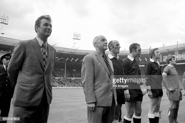 Leeds United Manager Brian Clough lines up along side Liverpool Manager Bill Shankly before the kick off Also pictured is Referee Reg Matthewson
