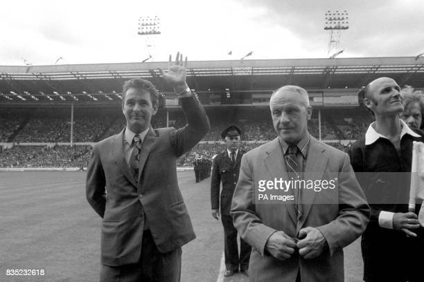 Leeds United Manager Brian Clough waves to the crowd whilst stood next to Liverpool Manager Bill Shankly before the kick off