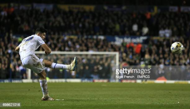 Leeds United's Alex Mowatt scores his sides first goal of the game against Ipswich Town