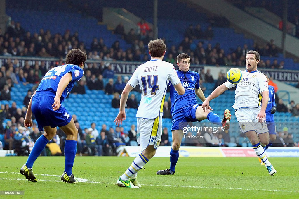 Leeds United's <a gi-track='captionPersonalityLinkClicked' href=/galleries/search?phrase=David+Norris&family=editorial&specificpeople=5599377 ng-click='$event.stopPropagation()'>David Norris</a> and Birmingham City's David Murphy during the FA Cup with Budweiser Third Round match between Leeds United and Birmingham City at Elland Road Stadium on January 5, 2013 Leeds, England.
