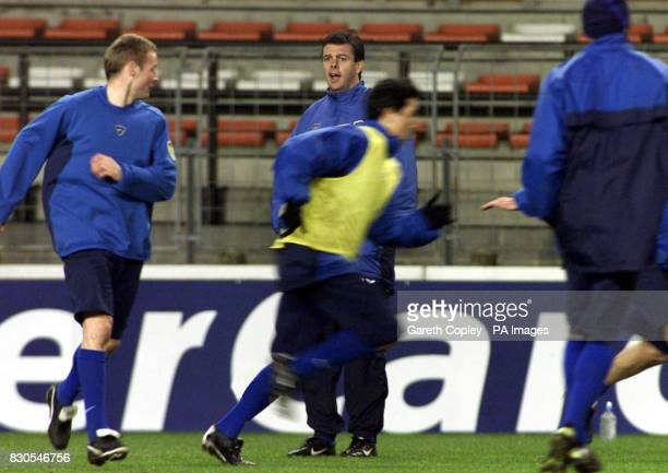 LEAGUE Leeds United's David O'Leary gives instructions during training session ahead of the Champions League football match against Anderlecht at the...