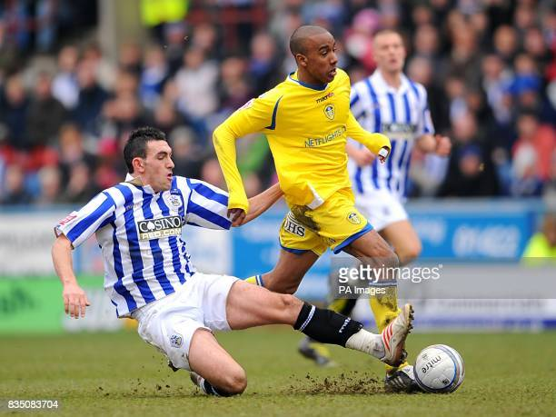 Leeds United's Fabian Delph and Huddersfield Town's Gary Roberts battle for the ball