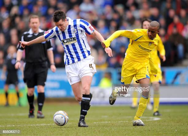 Leeds United's Fabian Delph and Huddersfield Town's Michael Collins battle for the ball