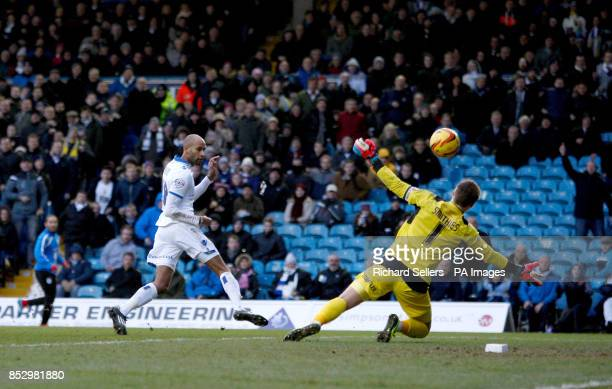 Leeds United's Jimmy Kebbe beats Alex Smithies to score his sides second goal during the Sky Bet Championship match at Elland Road Leeds
