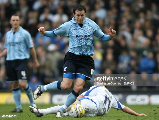 Leeds United's Jonny Howson and Scunthorpe United's Sam Togwell