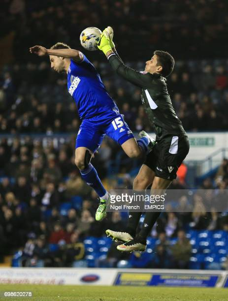 Leeds United's Marco Silvestri punches clear of Ipswich Town's Luke Varney