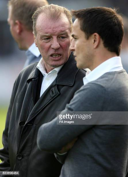Leed's United's new assistant manager Dave Basset chats with manager Dennis Wise during the game against Carlisle during the CocaCola Football League...