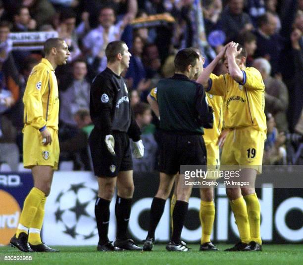 LEAGUE Leeds United's Rio Ferdinard goalkeeper Nigel Martyn and Erik Bakke appeal to the referee Urs Meier after Valencia's goal during the UEFA...