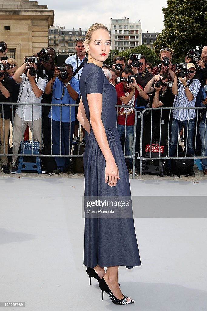 Leelee Sobieski arrives to attend the Christian Dior show as part of Paris Fashion Week Haute Couture Fall/Winter 2013-2014 at on July 1, 2013 in Paris, France.