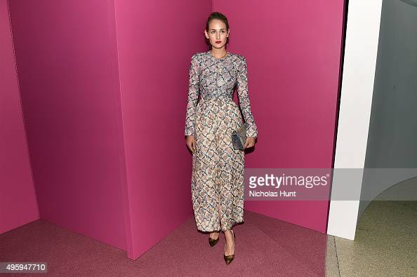 Leelee Sobieski attends the 2015 Guggenheim International Gala Dinner made possible by Dior at Solomon R Guggenheim Museum on November 5 2015 in New...