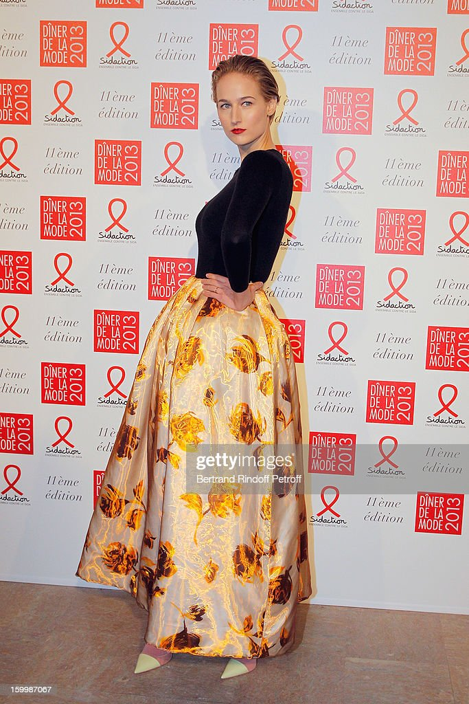 Leelee Sobieski poses as she arrives to attend the Sidaction Gala Dinner 2013 at Pavillon d'Armenonville on January 24, 2013 in Paris, France.