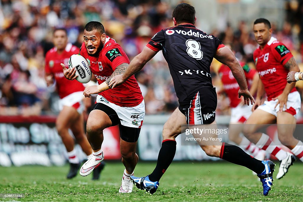 Leeson Ah Mau of the Dragons on the charge during the round nine NRL match between the New Zealand Warriors and the St George Illawarra Dragons at Mt Smart Stadium on May 1, 2016 in Auckland, New Zealand.