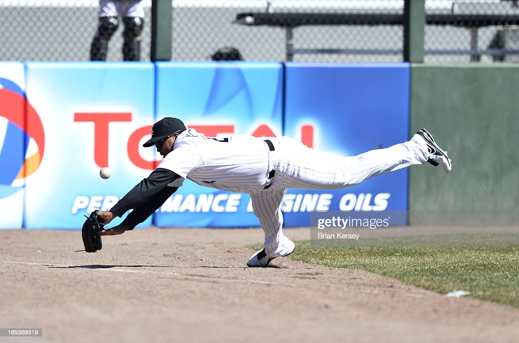 Left fielder Dayan Viciedo #24 of the Chicago White Sox dives for but cannot get to a double hit by <a gi-track='captionPersonalityLinkClicked' href=/galleries/search?phrase=Alex+Gordon+-+Baseball&family=editorial&specificpeople=4494252 ng-click='$event.stopPropagation()'>Alex Gordon</a> #4 of the Kansas City Royals during the sixth inning on April 3, 2012 at U.S. Cellular Field in Chicago, Illinois.