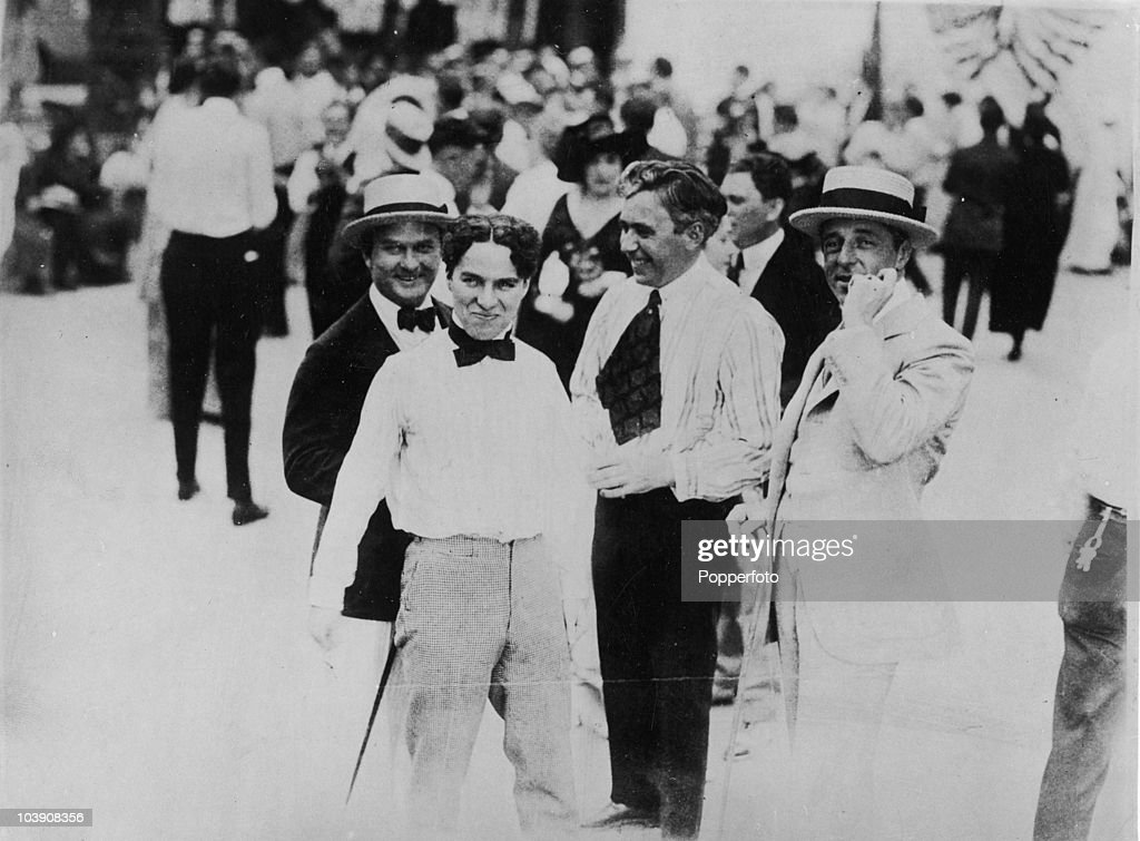 actors Thomas H. Ince (1882 - 1924) and Charlie Chaplin (1889 � 1977) with directors Mack Sennett (1880 - 1960) and D.W. Griffith (1875 - 1948) at the Keystone studios, Edendale, California, 1915.