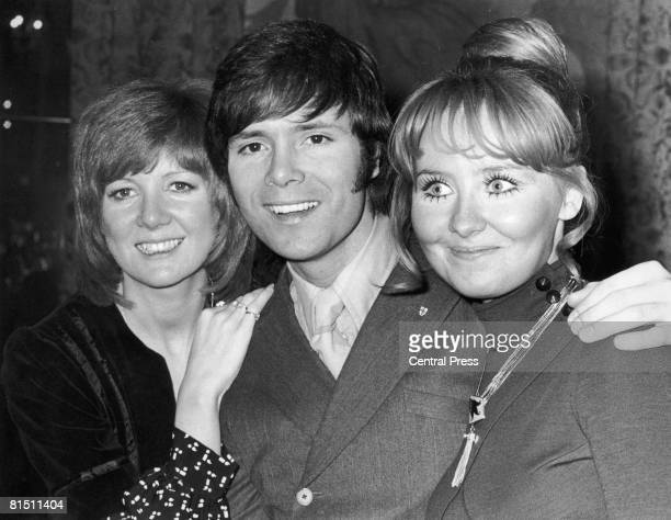 Cilla Black Cliff Richard and Lulu at the 'Disc and Music Echo' Valentine Awards ceremony at the Cafe Royal in London 13th February 1970 Cilla...