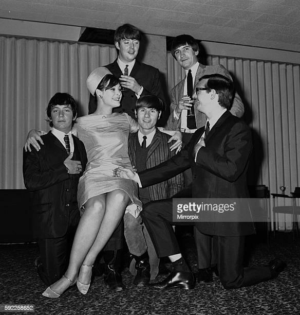Eric Burdon Chas Chandler Gillian French Hilton Valentine Dave Rowberry and Michael Jeffrey June 1965