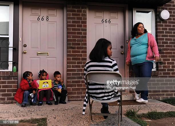 Left to right Seiana Warren Iyana Warren Jaelen Rollins Briana Wilson and Taknisha Warren sit outside residents in a townhouse community near a 2008...