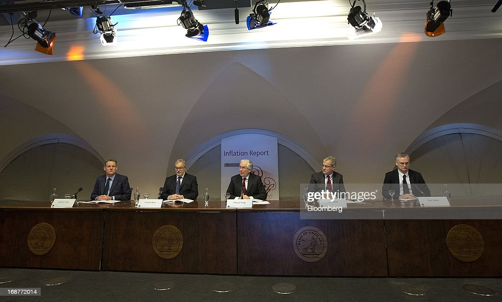 Left to right, Spencer Dale, chief economist of the Bank of England, Charles Bean, deputy governor of the Bank of England, Mervyn King, governor of the Bank of England, Nils Blythe, press officer at the Bank of England, and Paul Fisher, markets director of the Bank of England, attend the bank's quarterly inflation report news conference at the Bank of England in London,, U.K., on Wednesday, May, 15, 2013. The Bank of England raised its forecasts for economic growth and said it may hit its 2 percent inflation target quicker than previously estimated. Photographer: Simon Dawson/Bloomberg via Getty Images
