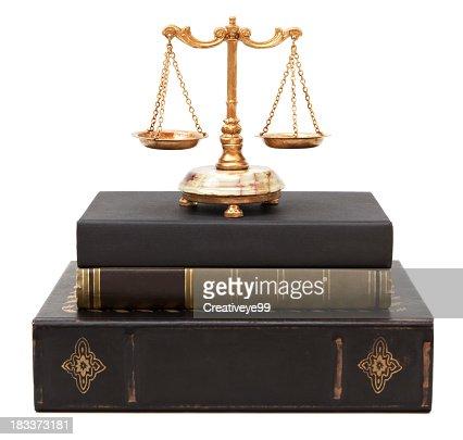 Juridique de livres et Balance de la justice