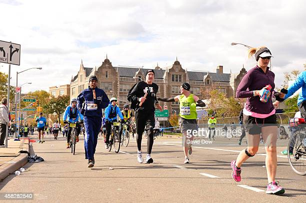 Legend Chris Mullin runs his leg in the 2014 NBA AllStar Relay during the TCS NYC Marathon on November 2 2014 in New York City NOTE TO USER User...