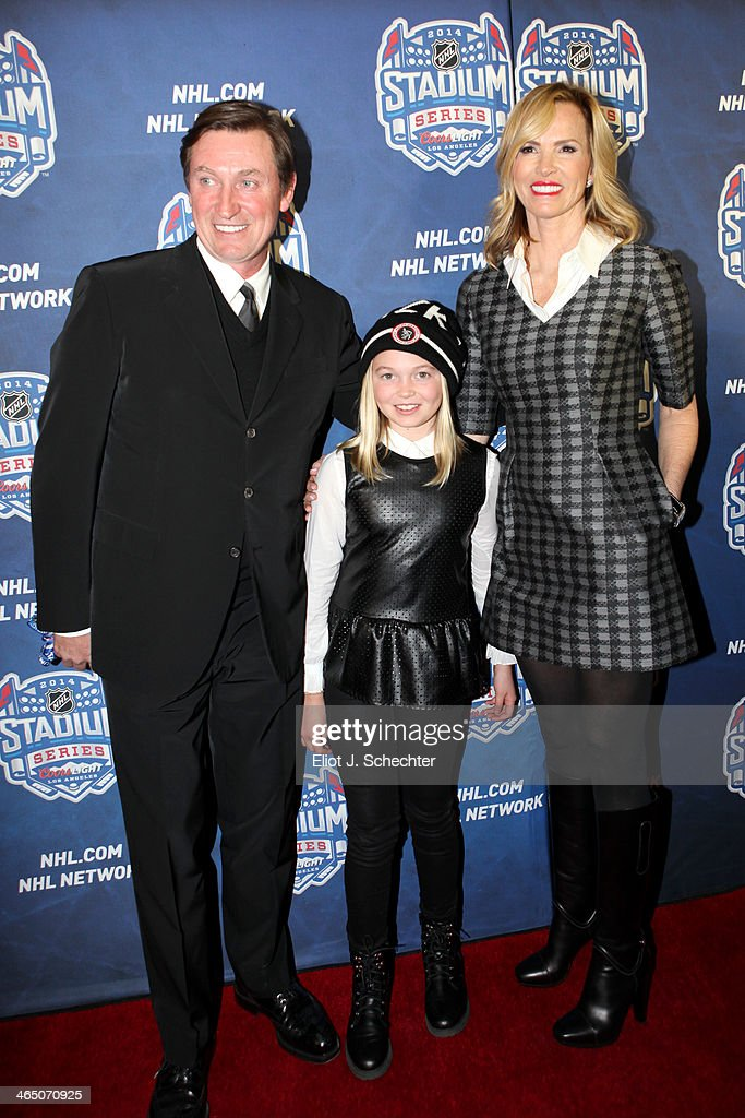 NHL legend Wayne Gretzky, daughter Emma Gretzky and his wife Janet Gretzky walk the red carpet at the 2014 Coors Light NHL Stadium Series between the Anaheim Ducks and the Los Angeles Kings at Dodger Stadium on January 25, 2014 in Los Angeles, California.