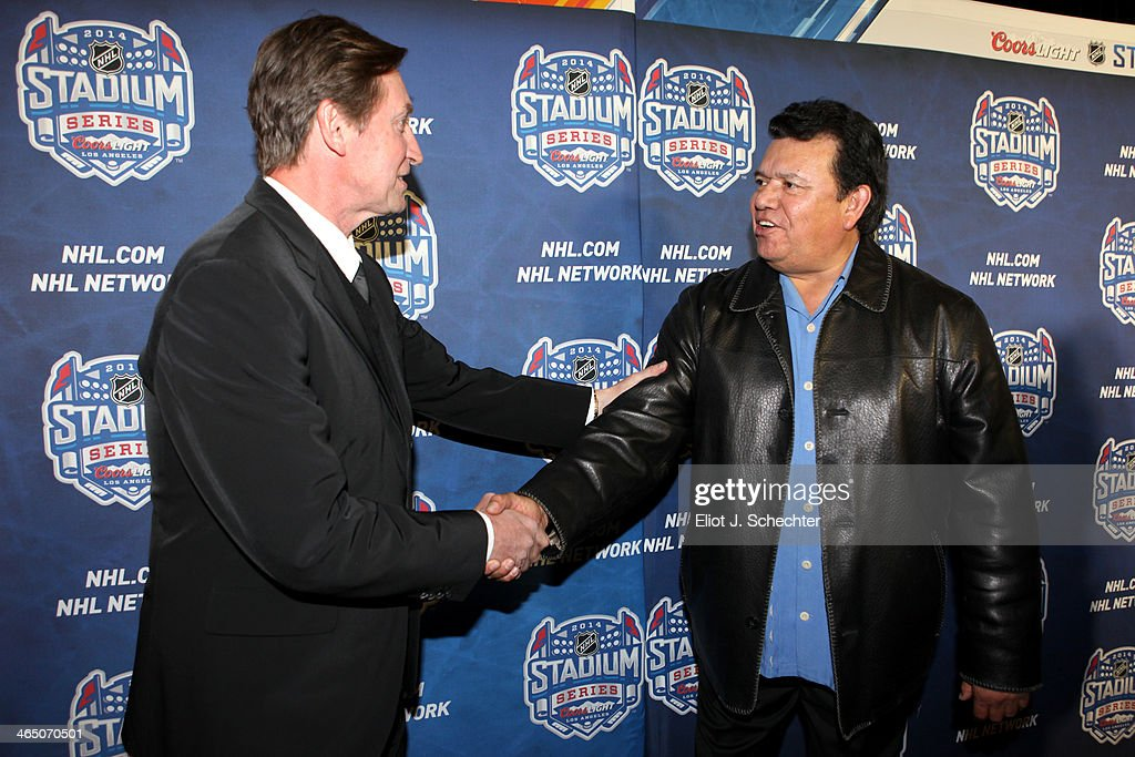 NHL legend Wayne Gretzky greets Los Angeles Dodgers pitcher Fernando Valenzuela on the red carpet at the 2014 Coors Light NHL Stadium Series between the Anaheim Ducks and the Los Angeles Kings at Dodger Stadium on January 25, 2014 in Los Angeles, California.