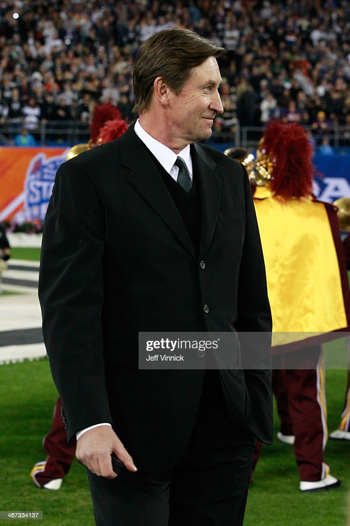 NHL legend Wayne Gretzky is introduced before the 2014 Coors Light NHL Stadium Series between the Anaheim Ducks and the Los Angeles Kings at Dodger Stadium on January 25, 2014 in Los Angeles, California.