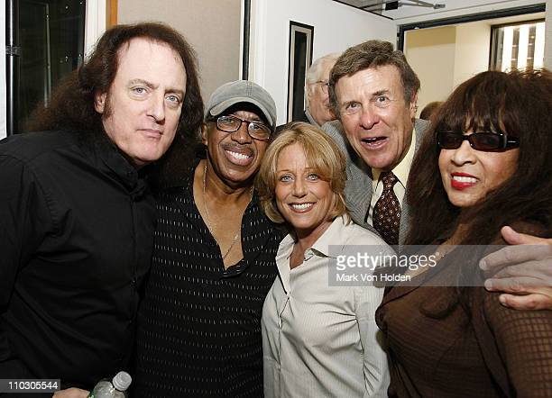 Legendary DJ Bruce 'Cousin Brucie' Morrow with singers Tommy James Ben E King Lesley Gore and Ronnie Spector at the official announcement of Cousin...