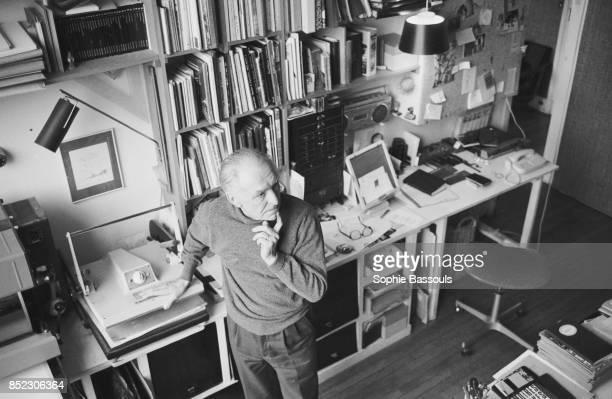 Legendary French photographer Robert Doisneau best known for his images of Paris street life published the book A L'imparfait de l'objectif Doisneau...