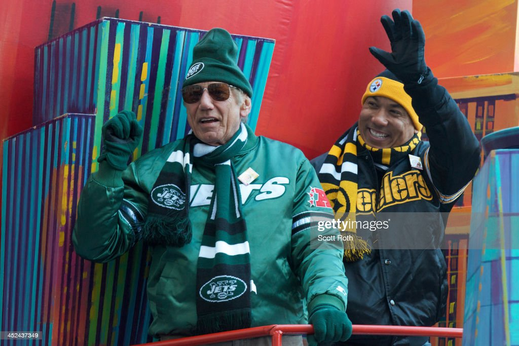 NFL legends <a gi-track='captionPersonalityLinkClicked' href=/galleries/search?phrase=Joe+Namath&family=editorial&specificpeople=91230 ng-click='$event.stopPropagation()'>Joe Namath</a> and <a gi-track='captionPersonalityLinkClicked' href=/galleries/search?phrase=Hines+Ward&family=editorial&specificpeople=202597 ng-click='$event.stopPropagation()'>Hines Ward</a> attend the 87th annual Macy's Thanksgiving Day parade>> on November 28, 2013 in New York City.