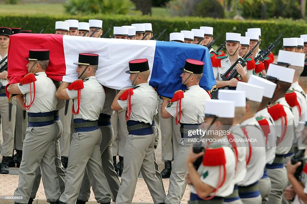 Legionaries of the 2nd Foreign Parachute Regiment (REP) carry the flag draped coffin of their colleague killed in operations, during a homage ceremony at Camp Raffalli in Calvi, French Mediterranean island of Corsica on May 13, 2014. Legionaries of the 2nd REP and French Defence Minister Jean-Yves Le Drian paid their respects on Tuesday to Sergeant Marcel Kalafut who was killed in operations on May 8, 2014 in Mali. AFP PHOTO / PASCAL POCHARD-CASABIANCA