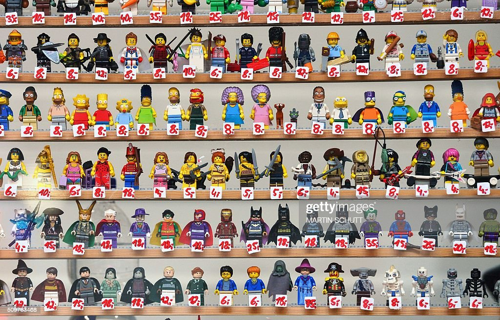 Lego figurines are on display at the 'Erlebniswelt Modellbau' model making fair on February 12, 2016 in Erfurt, eastern Germany. The fair is running until February 14, 2016. / AFP / dpa / Martin Schutt / Germany OUT