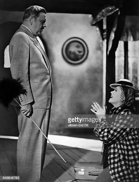 Leibelt Hans *11031885Schauspieler D mit Fita Benkhoff in einer Szene des Films 'Casanova heiratet' D 1939 veroeffentl in '12uhr' vom 951940