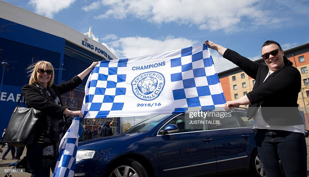 Leicester city fans celebrate outside the King Power Stdium in Leicester, central england, on May 3, 2016, after the team won the English Premier League on Monday May 2. Thousands celebrated and millions around the world watched in wonder as 5,000-1 underdogs Leicester City completed arguably the greatest fairytale in sporting history by becoming English Premier League champions yesterday. Second-placed Tottenham Hotspur's 2-2 draw at Chelsea late on Monday was enough for last year's relegation battlers Leicester to seal a scarcely credible title after outshining some of football's most glamorous teams. / AFP / JUSTIN