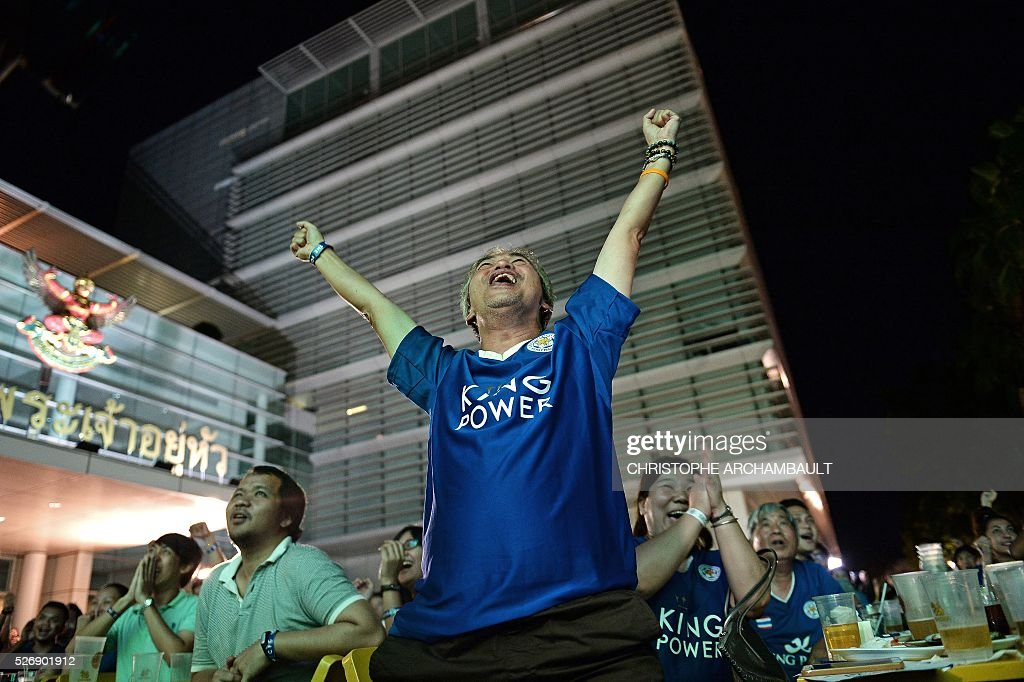 Leicester City football supporters react on May 1, 2016 in Bangkok, as they watch a live broadcast of the English Premier League football match between Manchester United and Leicester City played at Old Trafford in Manchester. Leicester made to wait for title triumph after 1-1 draw at Manchester United, but will be crowned champions if Tottenham fail to beat Chelsea on May 2, 2016. / AFP / CHRISTOPHE