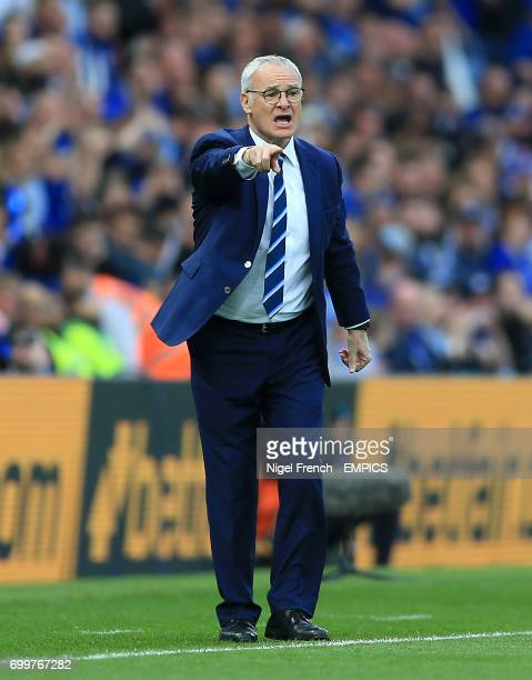 Leicester City manager Claudio Ranieri gives instructions from the touchline