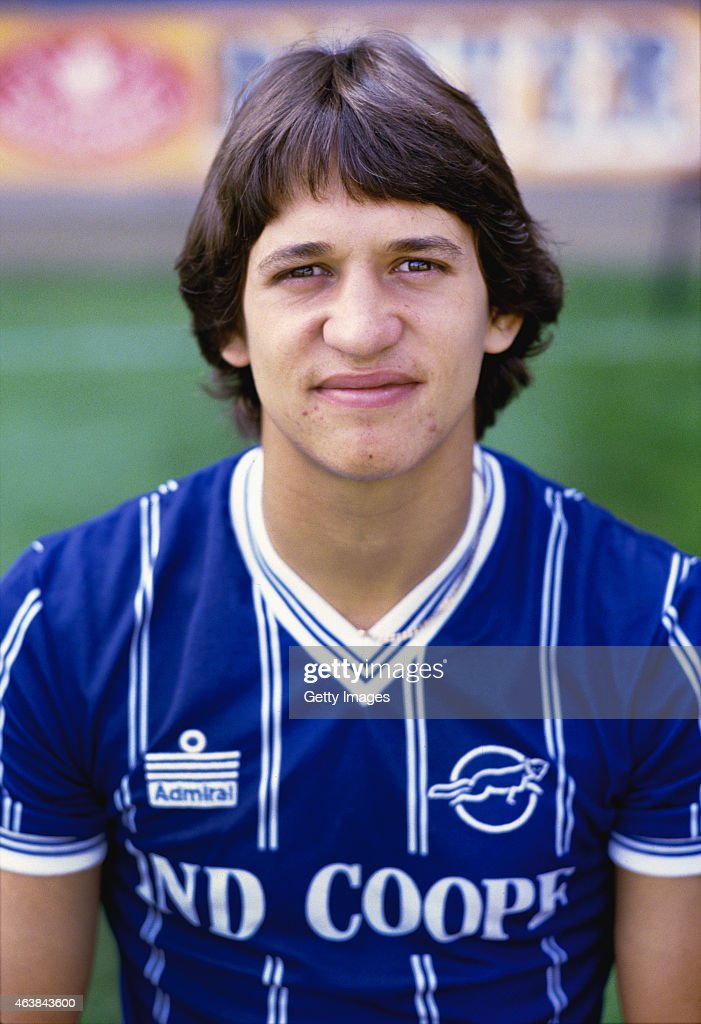 Leicester City striker <a gi-track='captionPersonalityLinkClicked' href=/galleries/search?phrase=Gary+Lineker&family=editorial&specificpeople=67211 ng-click='$event.stopPropagation()'>Gary Lineker</a> pictured at a pre season photo call prior to the 1983/84 season.