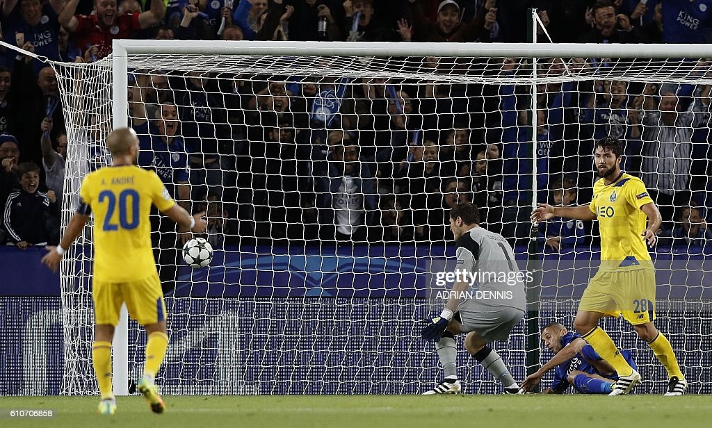 Leicester City's Algerian striker Islam Slimani (2R) reacts after scores his team's first goal during the UEFA Champions League group G football match between Leicester City and Porto at the King Power Stadium in Leicester, central England on Septmeber 27, 2016. / AFP / Adrian DENNIS