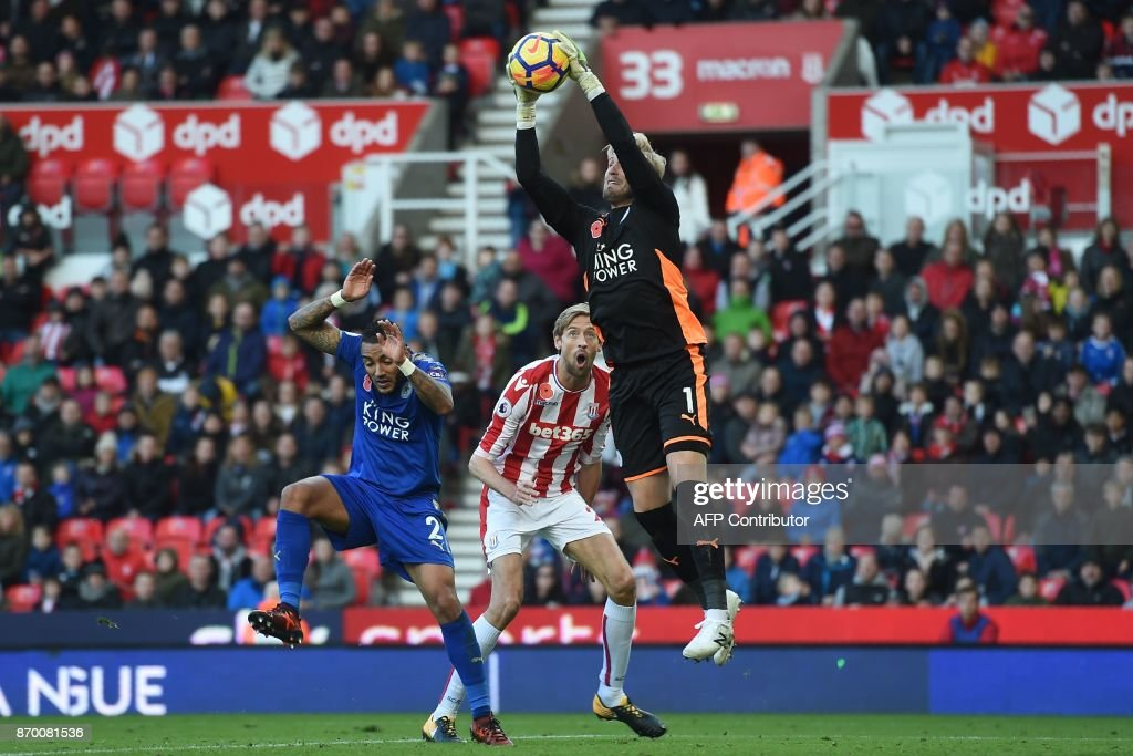 TOPSHOT - Leicester City's Danish goalkeeper Kasper Schmeichel catches the ball during the English Premier League football match between Stoke City and Leicester City at the Bet365 Stadium in Stoke-on-Trent, central England on November 4, 2017. / AFP PHOTO / Paul ELLIS / RESTRICTED TO EDITORIAL USE. No use with unauthorized audio, video, data, fixture lists, club/league logos or 'live' services. Online in-match use limited to 75 images, no video emulation. No use in betting, games or single club/league/player publications. /