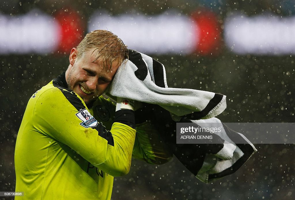 Leicester City's Danish goalkeeper Kasper Schmeichel dries his face with a towel during the English Premier League football match between Manchester City and Leicester City at the Etihad Stadium in Manchester, north west England, on February 6, 2016. / AFP / ADRIAN DENNIS / RESTRICTED TO EDITORIAL USE. No use with unauthorized audio, video, data, fixture lists, club/league logos or 'live' services. Online in-match use limited to 75 images, no video emulation. No use in betting, games or single club/league/player publications. /