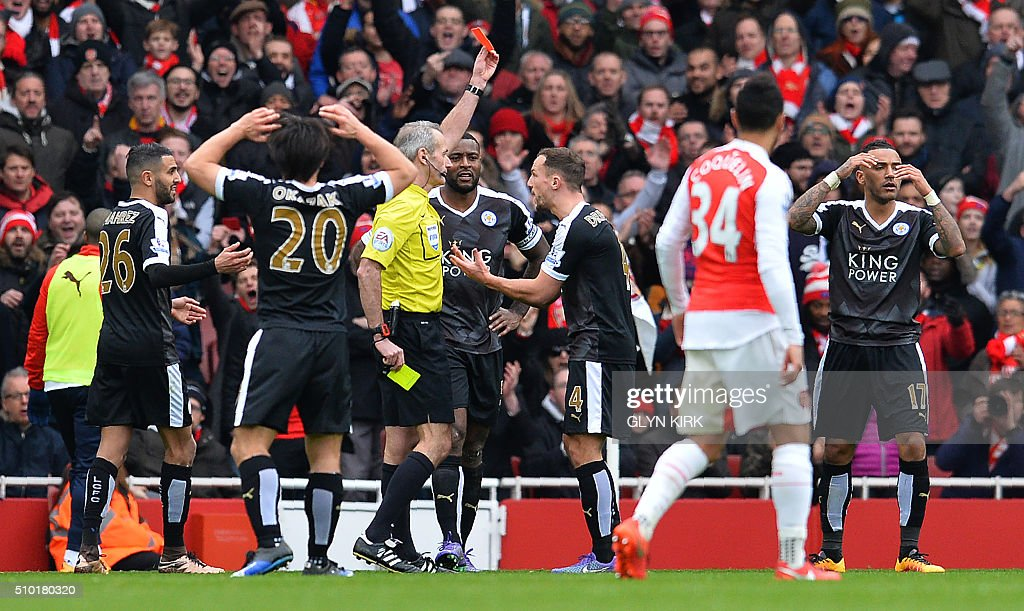 Leicester City's English defender Danny Simpson (R) reacts as referee Martin Atkinson shows him a red card after he received a second yellow card during the English Premier League football match between Arsenal and Leicester at the Emirates Stadium in London on February 14, 2016. / AFP / GLYN KIRK / RESTRICTED TO EDITORIAL USE. No use with unauthorized audio, video, data, fixture lists, club/league logos or 'live' services. Online in-match use limited to 75 images, no video emulation. No use in betting, games or single club/league/player publications. /