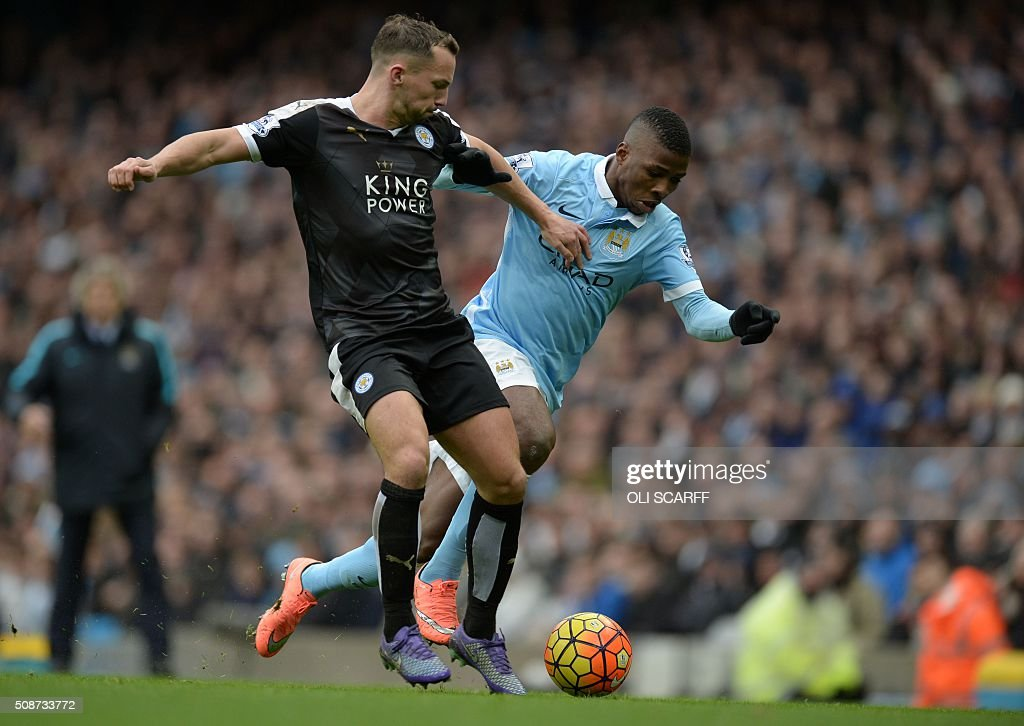 Leicester City's English midfielder Danny Drinkwater (L) vies with Manchester City's Nigerian striker Kelechi Iheanacho during the English Premier League football match between Manchester City and Leicester City at the Etihad Stadium in Manchester, north west England, on February 6, 2016. / AFP / OLI SCARFF / RESTRICTED TO EDITORIAL USE. No use with unauthorized audio, video, data, fixture lists, club/league logos or 'live' services. Online in-match use limited to 75 images, no video emulation. No use in betting, games or single club/league/player publications. /
