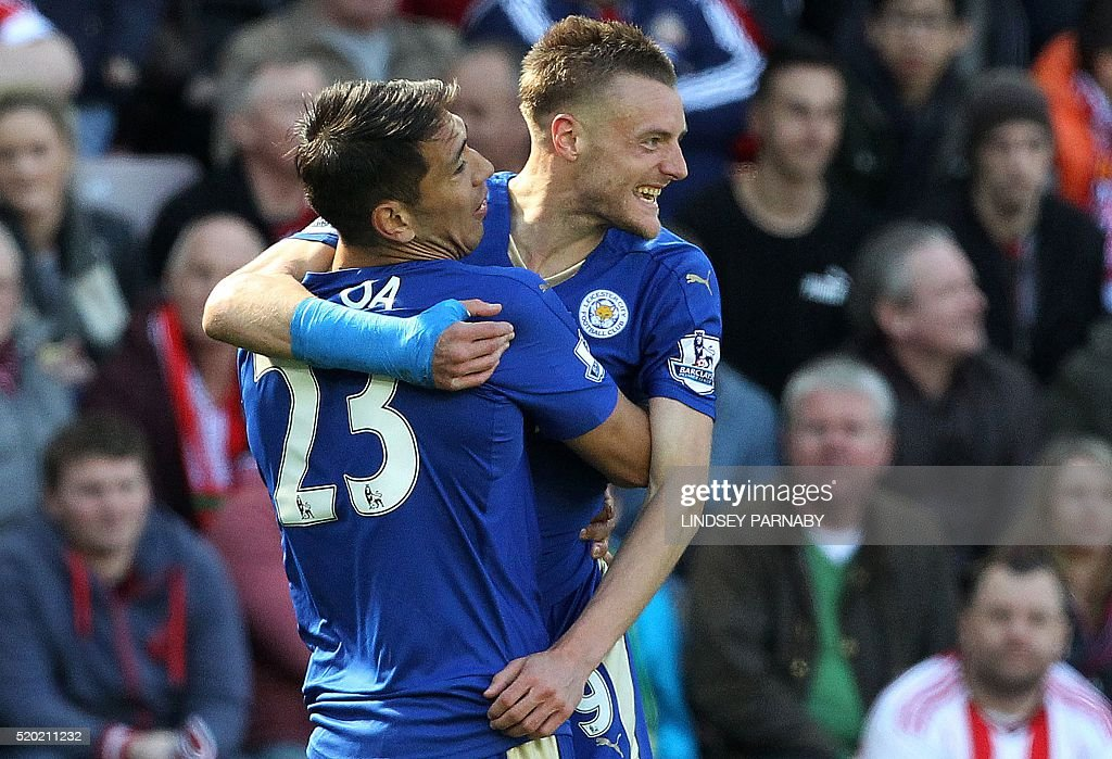 Leicester City's English striker Jamie Vardy (R) celebrates scoring his team's first goal with Leicester City's Argentinian striker Leonardo Ulloa during the English Premier League football match between Sunderland and Leicester City at the Stadium of Light in Sunderland, northeast England on April 10, 2016. / AFP / LINDSEY PARNABY / RESTRICTED TO EDITORIAL USE. No use with unauthorized audio, video, data, fixture lists, club/league logos or 'live' services. Online in-match use limited to 75 images, no video emulation. No use in betting, games or single club/league/player publications. /