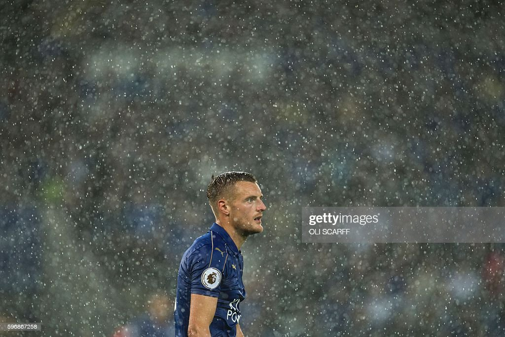 Leicester City's English striker Jamie Vardy in the rain during the English Premier League football match between Leicester City and Swansea City at King Power Stadium in Leicester, central England on August 27, 2016. / AFP / OLI SCARFF / RESTRICTED TO EDITORIAL USE. No use with unauthorized audio, video, data, fixture lists, club/league logos or 'live' services. Online in-match use limited to 75 images, no video emulation. No use in betting, games or single club/league/player publications. /