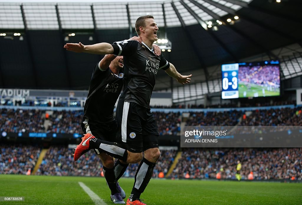 Leicester City's German defender Robert Huth (R) celebrates scoring his team's third goal during the English Premier League football match between Manchester City and Leicester City at the Etihad Stadium in Manchester, north west England, on February 6, 2016. / AFP / ADRIAN DENNIS / RESTRICTED TO EDITORIAL USE. No use with unauthorized audio, video, data, fixture lists, club/league logos or 'live' services. Online in-match use limited to 75 images, no video emulation. No use in betting, games or single club/league/player publications. /